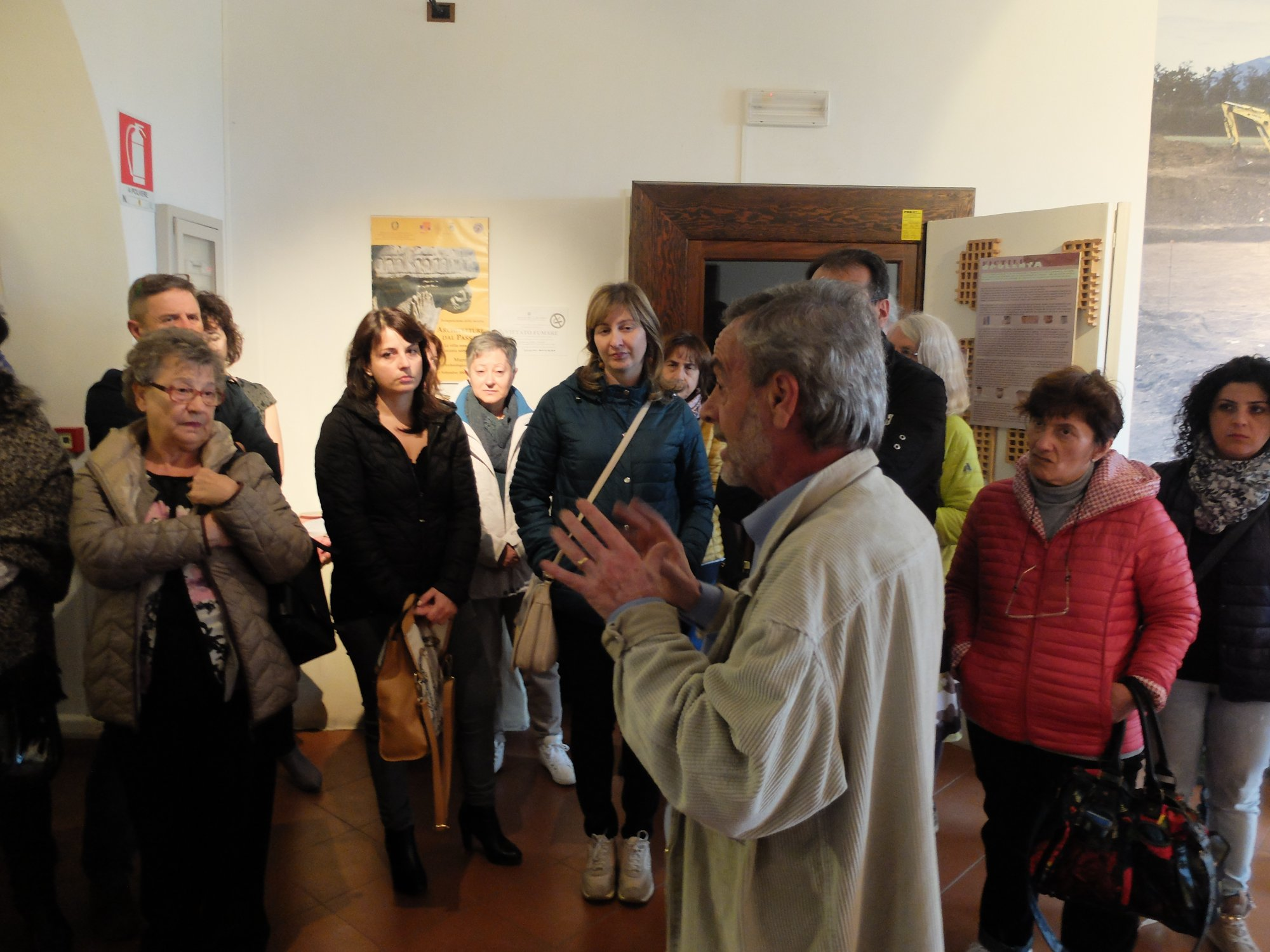 5a-salvatore-pagliucca-with-group-at-muro-museum-incl-paola-bottini