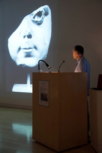 Robert Coates-Stephens lecturing. Photo by Antonio Palmieri.