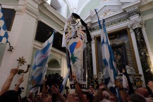 Celebrations in the church of Onda. Photo by Ian Pollard.